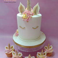 Unicorn Cake With Matching Cupcakes Trendy Unicorn cake with matching cupcake