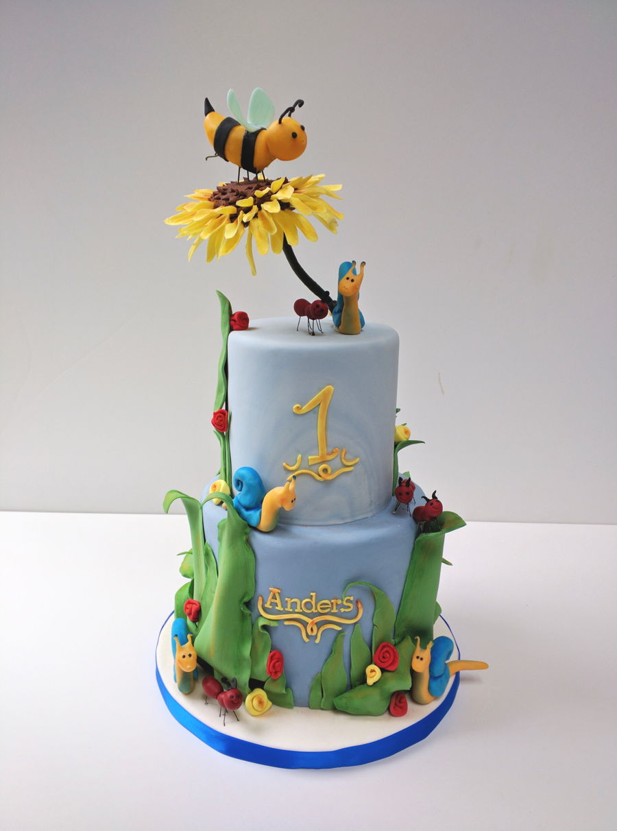 Bumblebee Cake on Cake Central