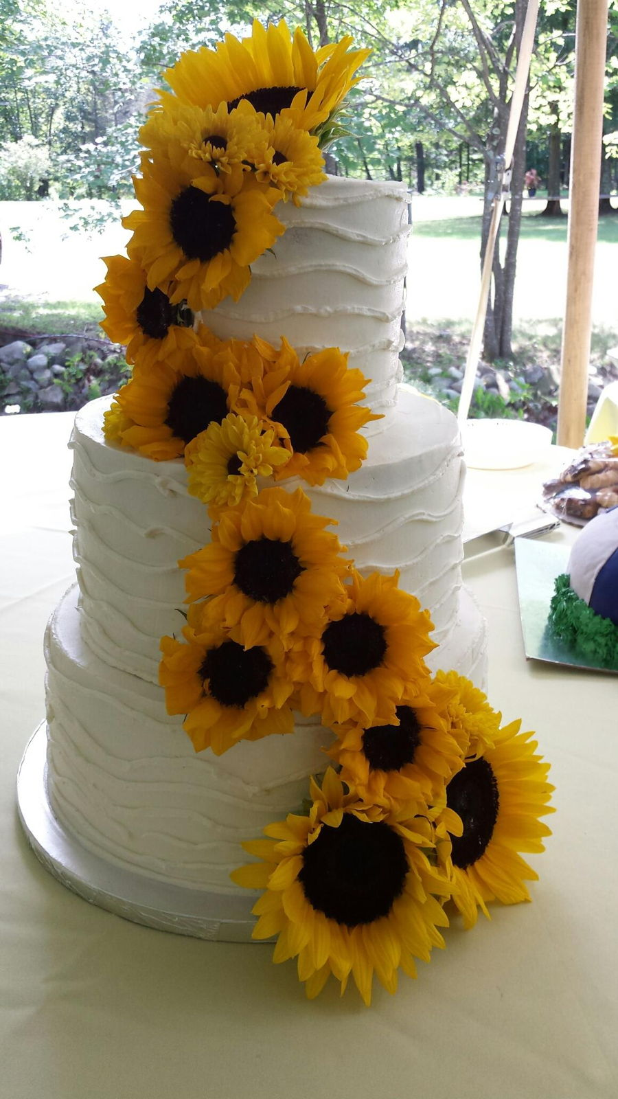 Summer sunflower wedding cake cakecentral summer sunflower wedding cake on cake central junglespirit Gallery