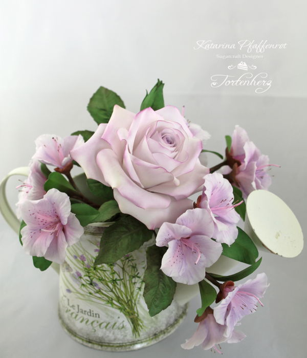 A Small Sugar Flower Bouquet In Light Lilac Tones