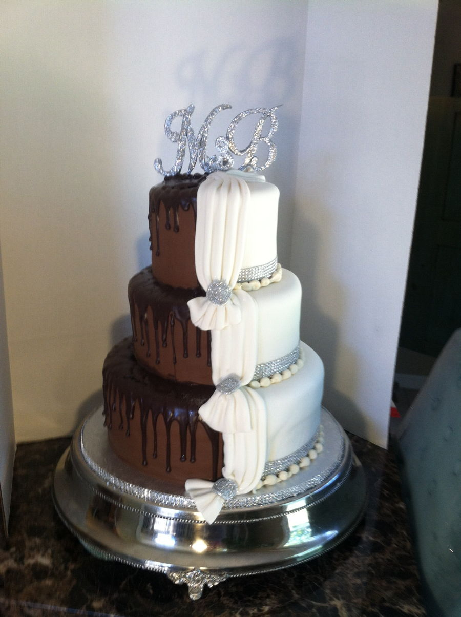 white chocolate ganache covered wedding cake two sided wedding cake cakecentral 27250