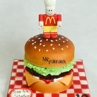 3D Burger 3D burger cake with lego man