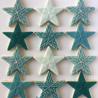 Stars | Sweet Prodigy These are sugar cookies decorated with royal icing stringwork. The colour is a combination of Wilton's kelly green and royal blue with...