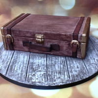 Vintage Suitcase Vintage suitcase I did made it myself but I made it during a workshop by Nathasja Flapper from Flappergasted Cakes in the Netherlands. This...