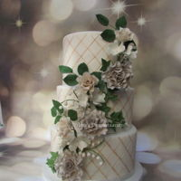 Weddingcake My first weddingcake this season.. lots of flowers in soft colours!