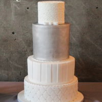 White And Silver Wedding Cake White and silver wedding cake: chic and simple.