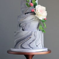 Marbled Wedding Cake I have a love affair with marbled fondant, add in some gold striations and rose gold accents on the berries and leaves - what could be...