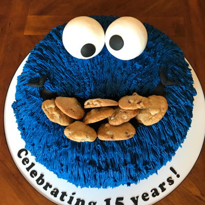 Cookie Monster A traditional Cookie Monster cake.