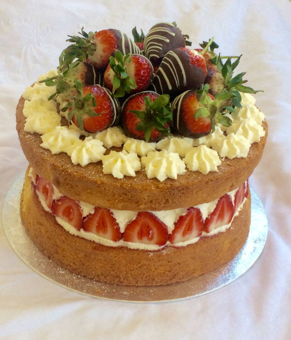 Victoria Sponge Cake Decorating Photos