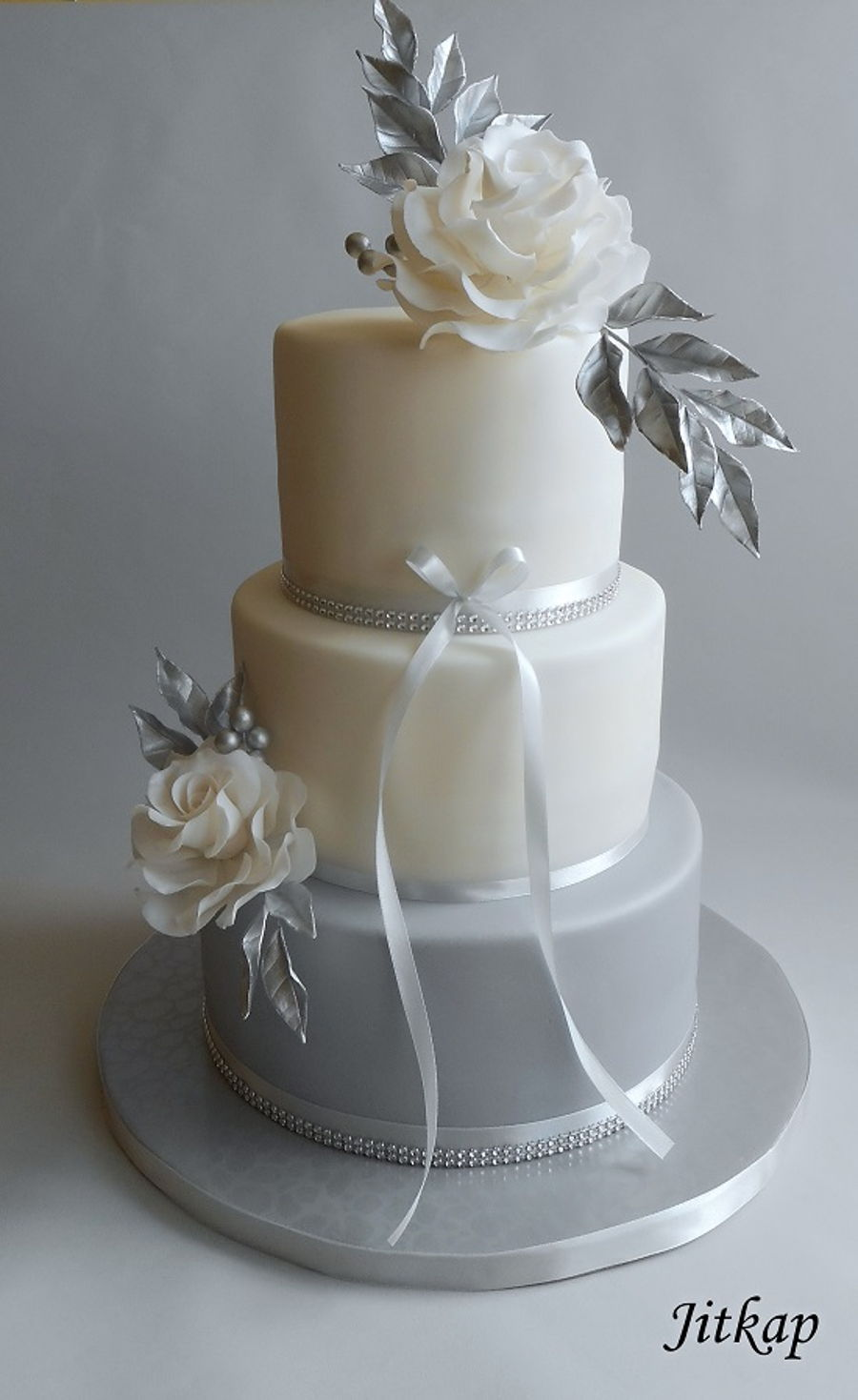 Wedding Cake Gray And Silver Cakecentral Com