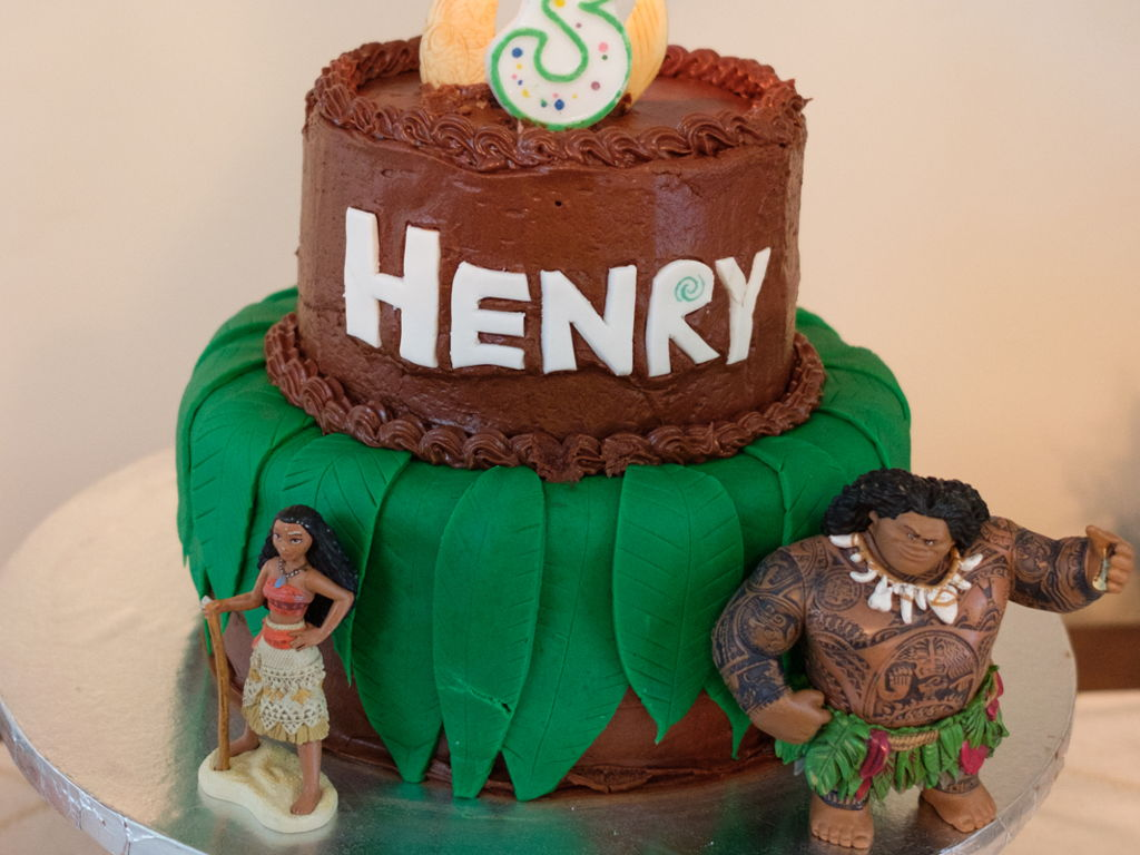 Maui And Moana Birthday Cake CakeCentralcom - Maui birthday cakes