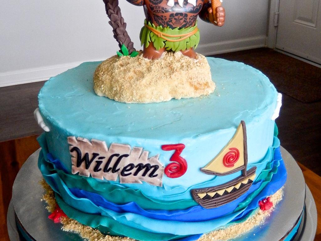 Maui From Disneys Moana Movie Cake CakeCentralcom - Maui birthday cakes