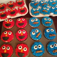 Cookie Monster Elmo Cupcakes Cupcakes foe a 2 year old.