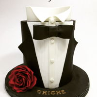 Elegant 80´s This is a doble barrel cake to celebrate Chiche´s 80th birthday! A big deep red sugar rose completes the design.