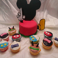 Mickey Mouse Play House Butter cream Mickey play house with friends in fondant