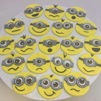 Minion Cupcake Toppers Who doesn't love the mischievous little minions??