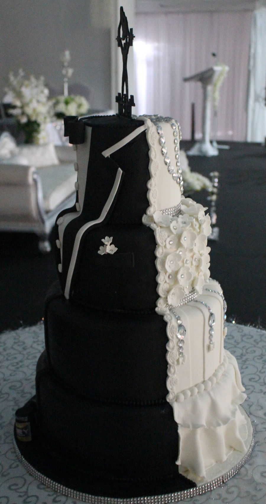 half wedding cake half grooms cake tuxedo wedding cake cakecentral 15054