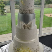 Wedding Cake Pearl and lace