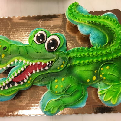 Alligator Cupcake Cake 25 cupcakes decorated with buttercream and airbrushed