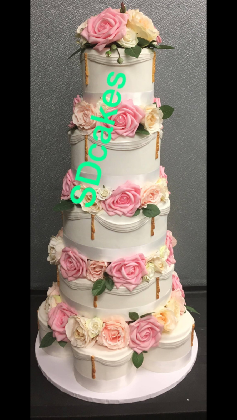 wedding cake dividers drapes roses wedding cake with dividers cakecentral 8633