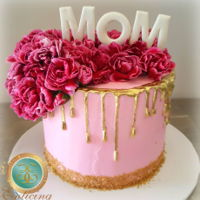 Mothers Day Drip Cake PINK AND GOLD MOTHERS DAY DRIP CAKE! MOM loved it especially since we put those fresh flowers to good use.