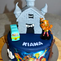 Scooby Doo Cake Vanilla Cake with Fondant, Edible Images and a Rice Krispy Haunted House