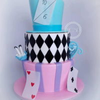 Very Merry Unbirthday Cake {Alice In Wonderland Cake} Vanilla cake