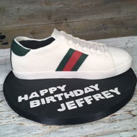Gucci Shoe Cake This life size Gucci shoe cake was created by For The Love of Cake in Toronto