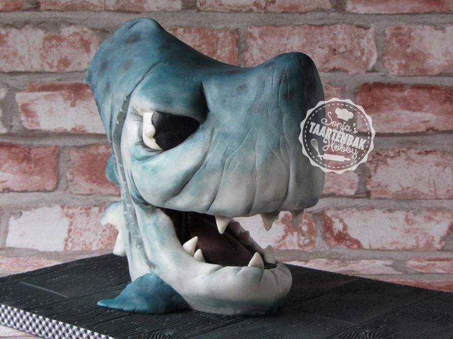 https://cdn001.cakecentral.com/gallery/2017/10/900_shark-cake-3d-762974CjvmT.jpg