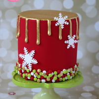 Gold Drip Christmas Cake Tutorial Gold drip Christmas cake with snowflakes and edible confetti. Find the free step by step photo tutorial at http://angelfoods.net/gold-drip-...