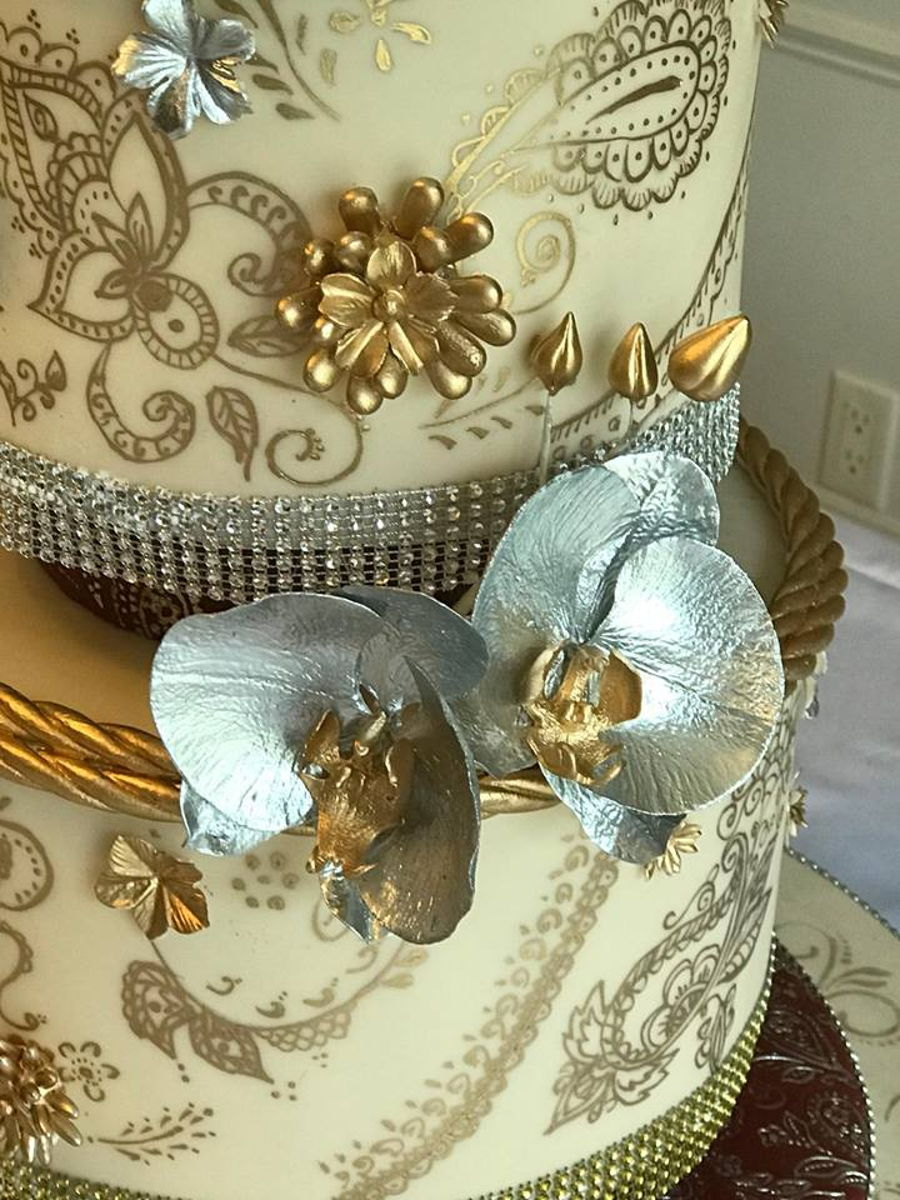 Mehndi Cake Toppers : Henna wedding cake with custom starwars toppers