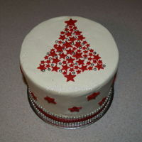 Christmas Cake This was a simple little Christmas cake I made for a friend who was having people over for an early Christmas dinner. I found the design...