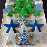 Christmas Platter | Sweet Prodigy Christmas cookie platter - sugar cookies decorated with royal icing