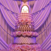 Wedding Cake With Inner Chandelier Wedding Cake with Inner Chandelier