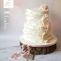 Wednesday Weddingcake Ruffles and soft pink dusted roses.All satinice fondant.