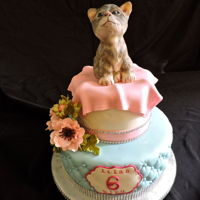 Cat's Meow Kitten made from cereal treat and fondant, Quilted bottom tier embossed with a diamond impression mat.