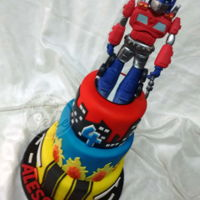 Great Transformers Cake This was a very funny cake to make. I enjoyed it so much and loved the final result.
