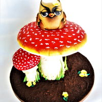 Mushroom Owl This one was a gift for a very close little friend.100% Cake, it's all edible (less the structure of course). TFL Ana remí...