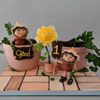 Bill & Ben The Flowerpot Men I had so much fun making this cake! It's always an honor to be asked to make a first birthday cake. Bill & Ben are two characters...