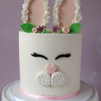 Easter Bunny Cake Tutorial Sweet Easter Bunny cake perfect for your Easter celebrations. Find the full tutorial at https://www.lovecakecreate.com.au/how-to-make-an-...