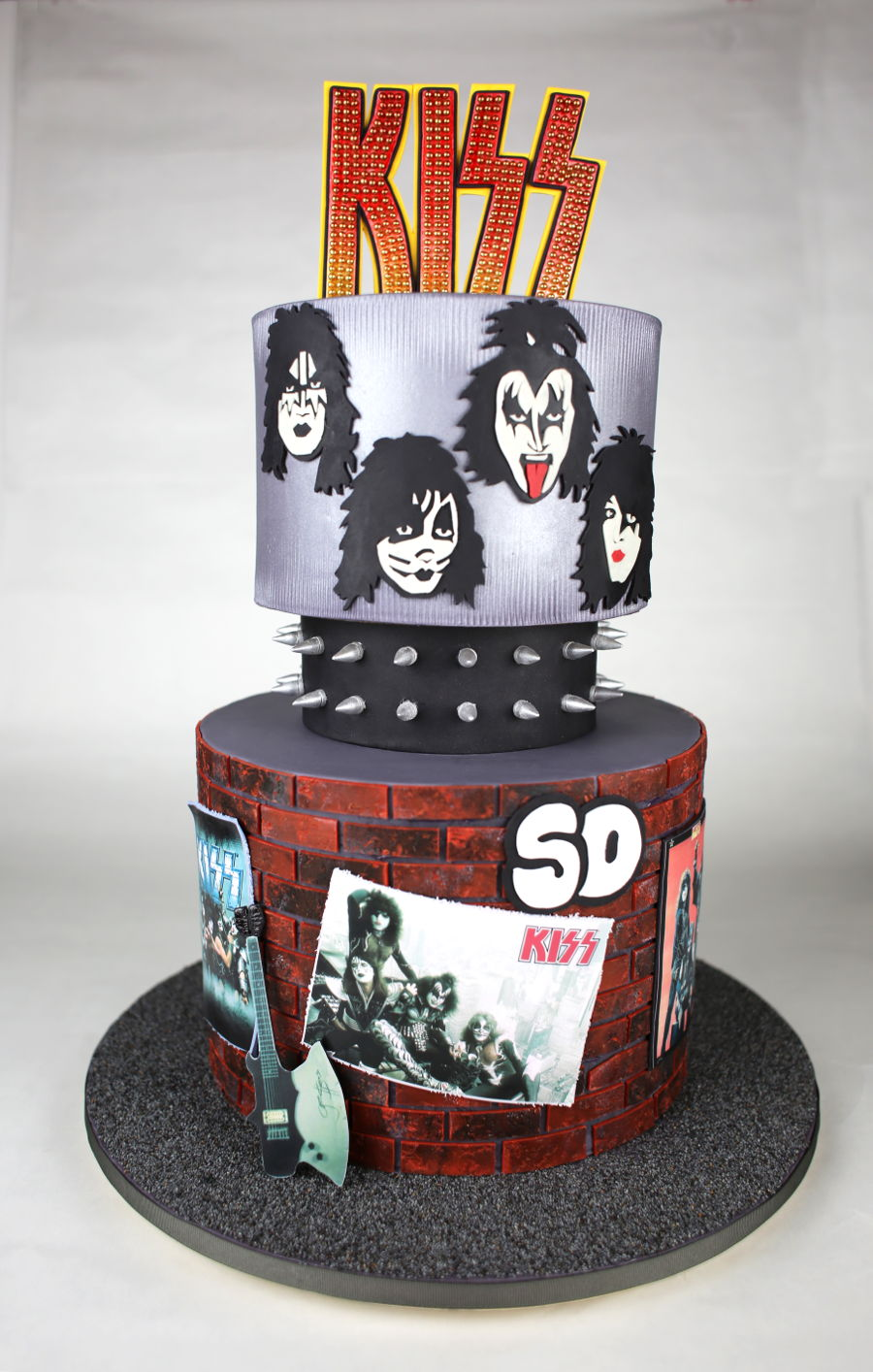 Brilliant Kiss Band Themed Cake Cakecentral Com Funny Birthday Cards Online Overcheapnameinfo