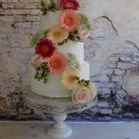 Weddingcake With Fresh Flowers A dummy weddingcake with fresh flowers, just to try.I think I'm in love...