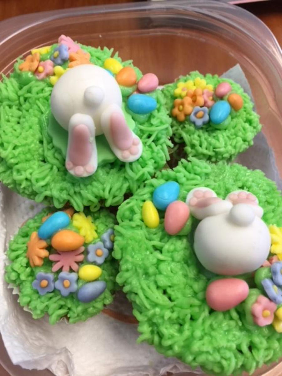 Bunny Butt Toppers on Cake Central