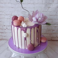 Dripp Cake With Magnolia Dripp cake with magnolia