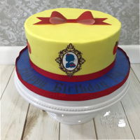 Snow White Simple snow white cake. Used LMF. Bow and mirror/silhouette was made with frosting sheet