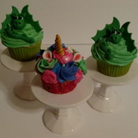 Dragons And Unicorn Cupcakes Dragons and unicorns cupcakes