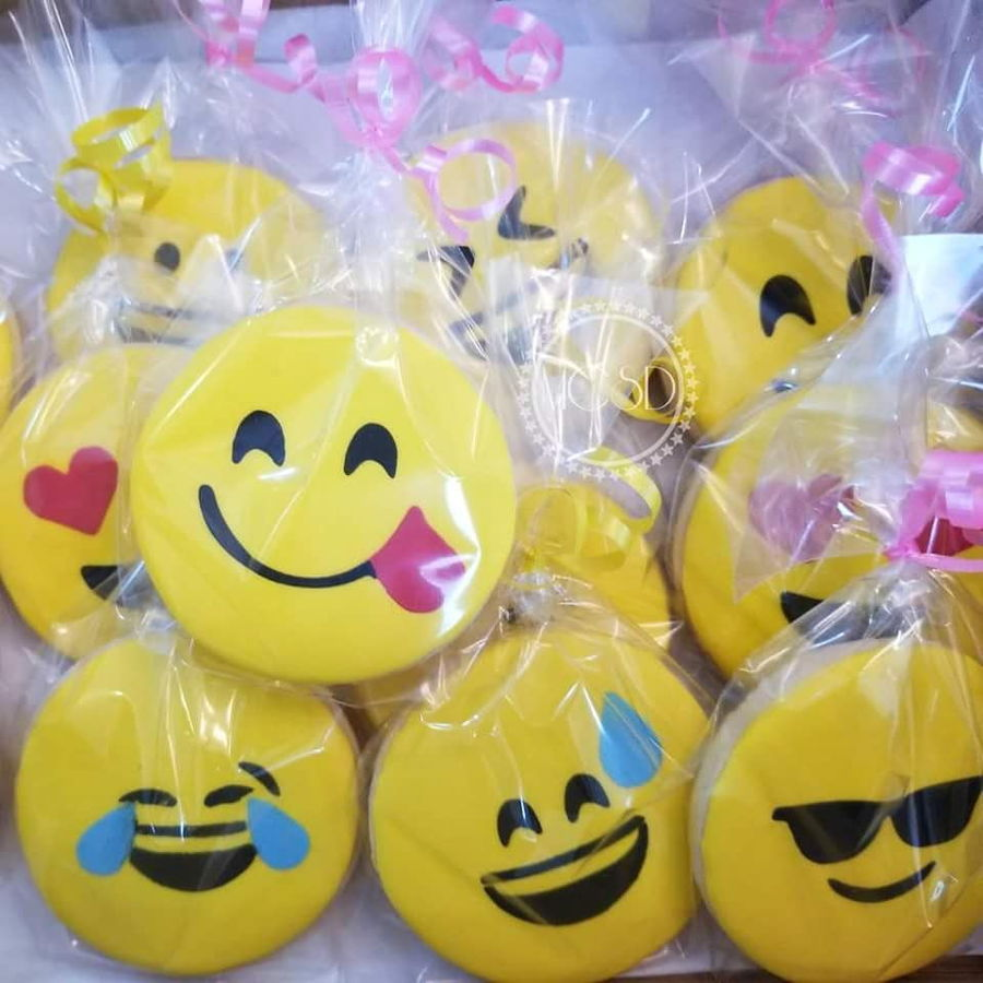 Emoji Cookies on Cake Central