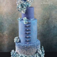 A Little Bit Blue... Weddingcake with sugarflowers