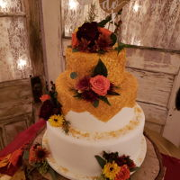 Gold Glitter Wedding Cake Gold Glitter Wedding Cake with fresh flowers