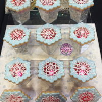 Snowflakes Hi all, This was my cookie entry for Cake International Birmingham and I've got bronze with it. I used red isomalt at the centre...